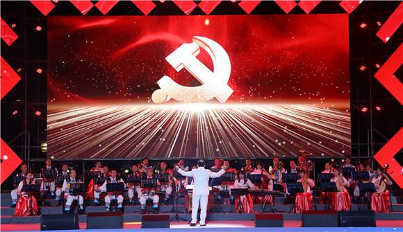 10民歌会上的大合唱《唱支山歌给党听》。通讯员 赵琴 摄