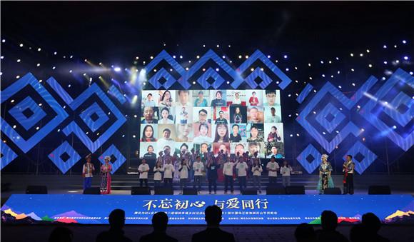 11全民K歌连线合唱。通讯员 赵琴 摄
