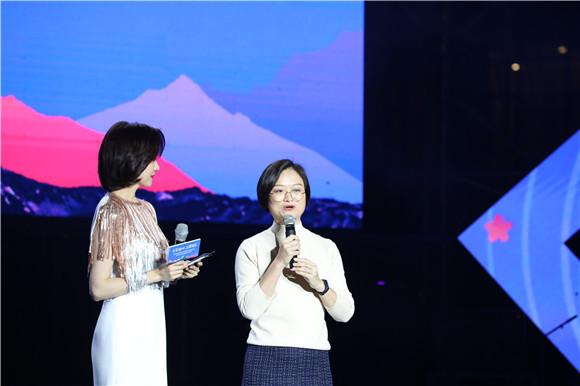 12宣传片《龙布日出》主创访谈。通讯员 赵琴 摄